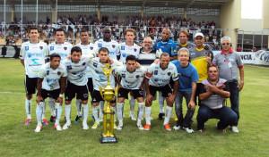 Rádio CBN e Botapaz entregam troféu a equipe do Botafogo